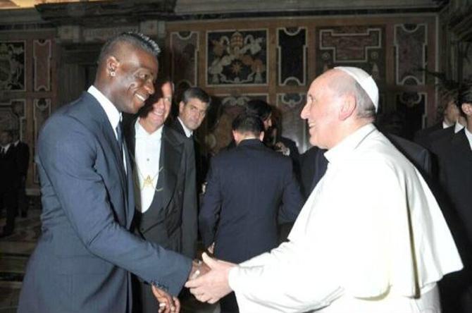 Даже Папа Римский просил Балотелли не реагировать на провокации