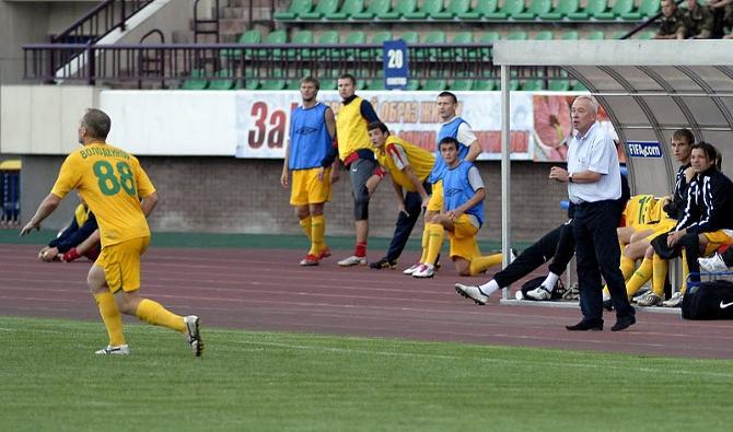 Как и любой тренер, Александр Корешков работает с теми футболистами, котороые у него есть