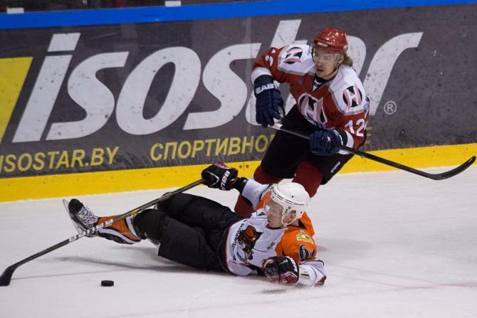 Александр Павлович в матче с «Шахтером» умудрился заработать аж 57 минут штрафа.