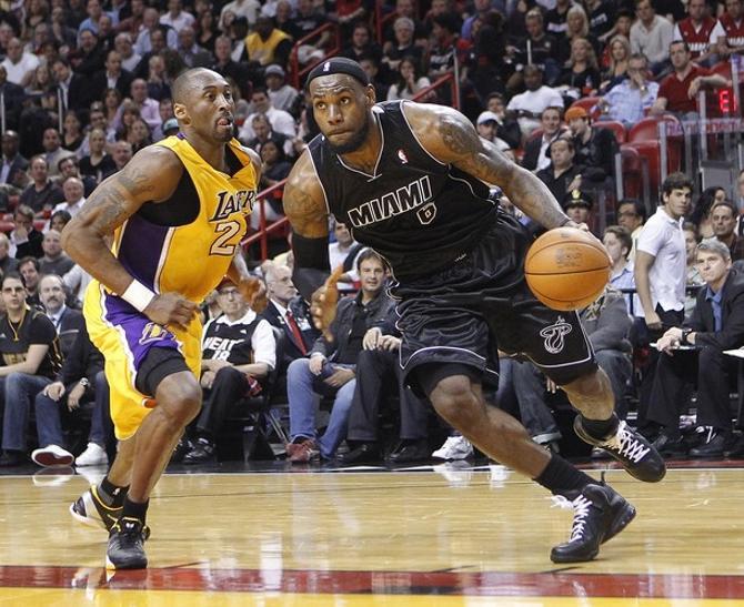 ЛеБрон Джеймс - одна из главных звезд НБА сегодня.