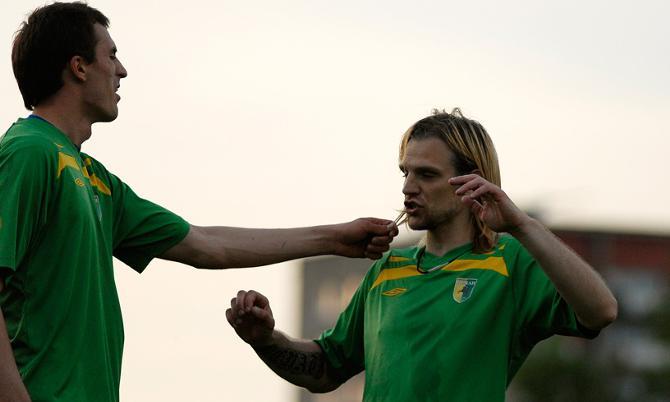Даже партнеры гадают -- натуральный ли блондин Дмитрий Коваленок или у него мелирование?