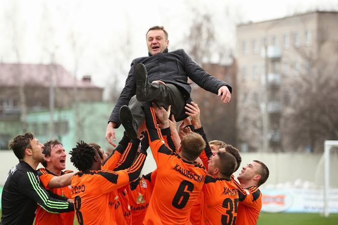Игроки «Шахтера» устроили Владимиру Журавлю теплые проводы прямо на поле
