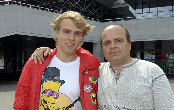 Николай Дрозд для своего сына Сергея не только отец, но еще и тренер.