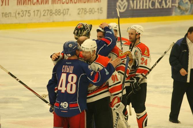 После матча игроки по-братстки обнялись