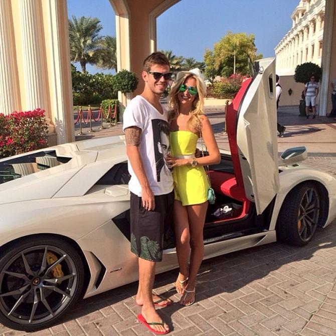 Федор Смолов и Виктория Лопырева прилетели в Дубай.
