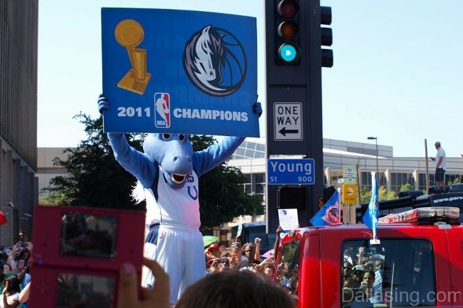 В НБА среди маскотов есть даже голубой конь.