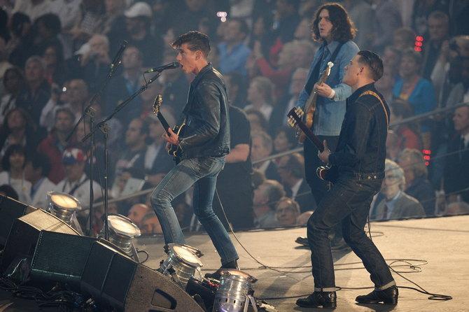 Группа Arctic Monkeys болеет за «Шеффилд Уэнсдей».
