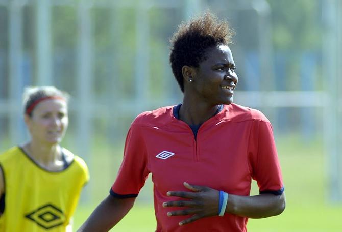 В Камеруне женщина-футболистка -- обычное дело