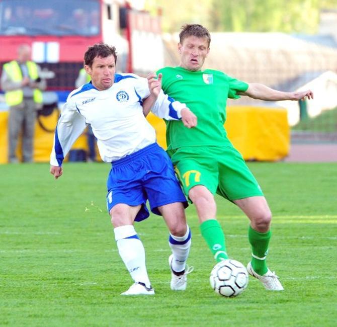 Игорь Чумаченко (справа) играет в футбол ради семьи