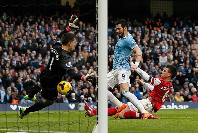 Теперь «Манчестер Сити» отстает от первого места всего на три очка