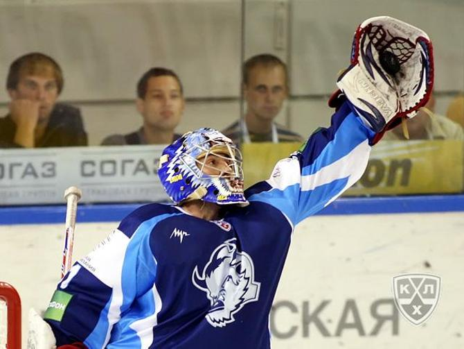 Кажется, что сэйвы Андрея Мезина смогут своими глазами увидеть белорусские болельщики.
