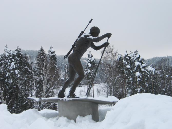 В сборной Норвегии много отличных биатлонистов, но памятник есть только у Бьорндалена.