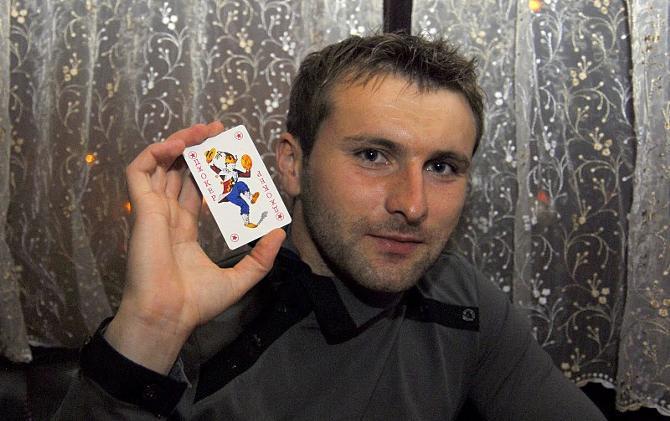 Денис Сащеко хоть и не очень азартный человек, но в карты играть любит и умеет