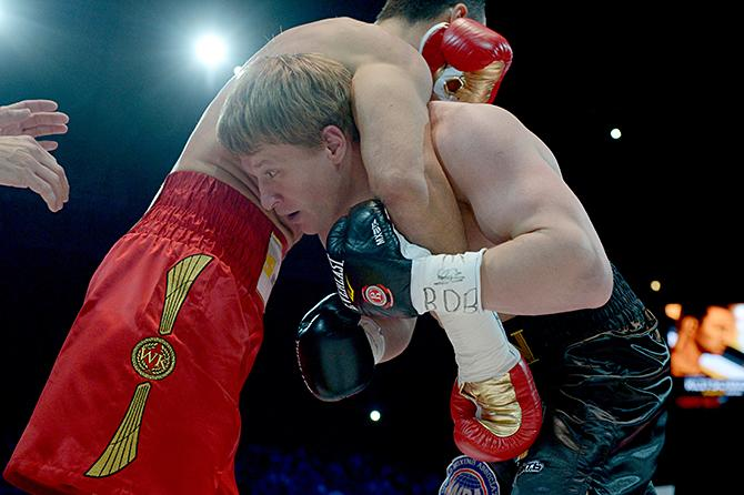 По мнению судей, Кличко выиграл все раунды, кроме одного, где с него сняли очко