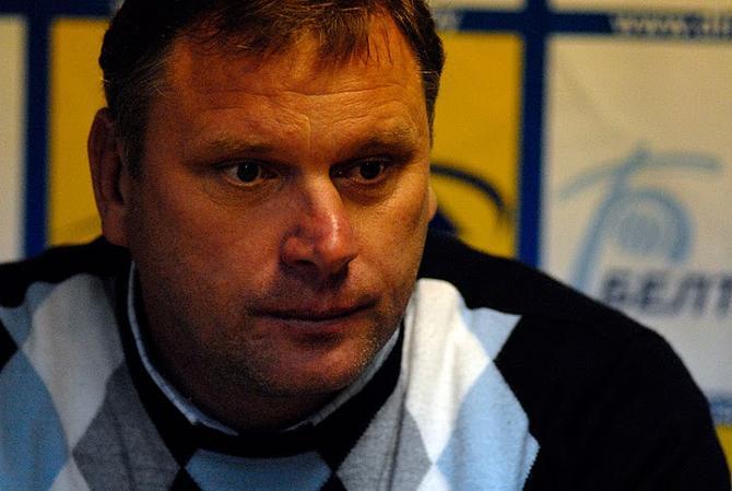 О потере ведущих футболистов Владимир Гольмак говорит сдержанно