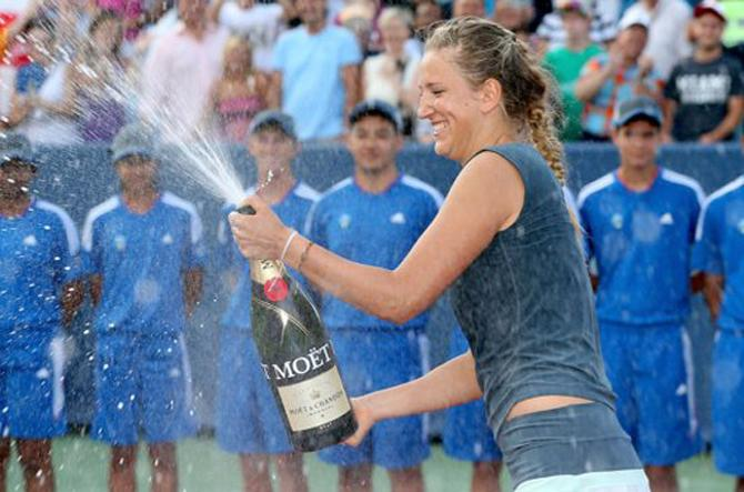 Виктория Азаренко празднует победу
