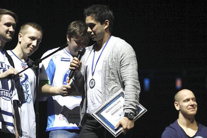 Медаль и диплом от фанатов «Динамо», возможно, окажутся для Тима Стэплтона подарками на прощание.