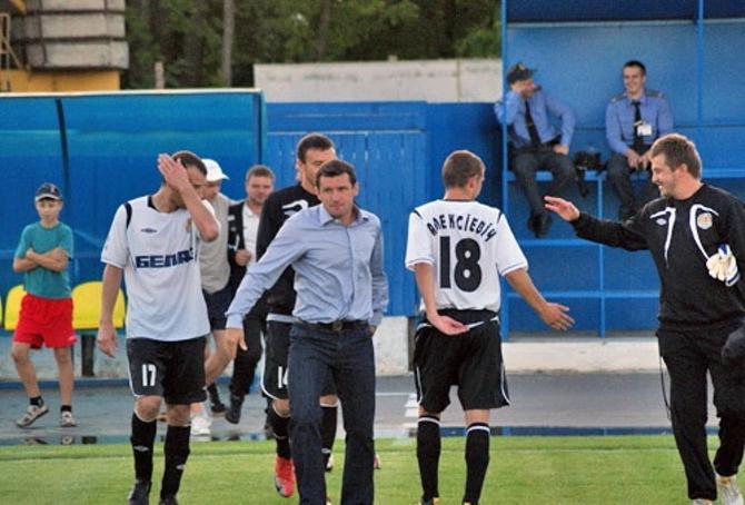 Сергею Гуренко понравилось смотреть с трибуны: спокойно, а главное -- команда выигрывает
