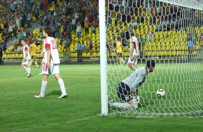 Николай Романюк, конечно, старался, но в итоге пропустил трижды