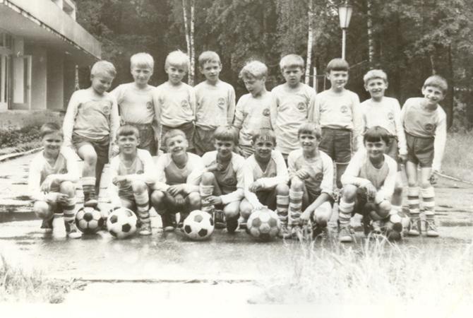Александр Юревич в нижнем ряду. Первый справа