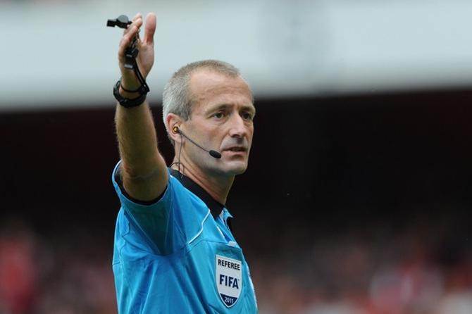 Мартин Аткинсон принял чрезмерное участие в матче боснийцев и белорусов