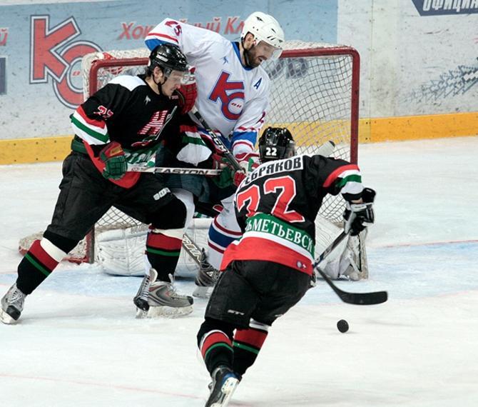 Александр Журик всегда мог сдержать нескольких соперников.