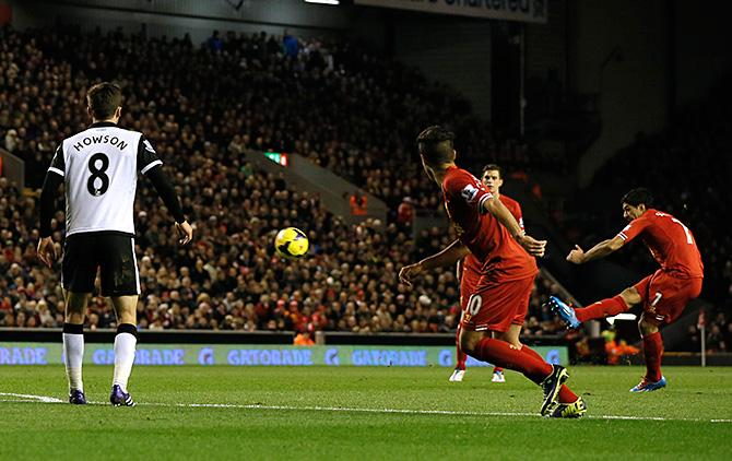 Четыре мяча Луиса Суареса принесли «Ливерпулю» победу над «Норвичем», а уругвайцу – лидерство в споре бомбардиров премьер-лиги.