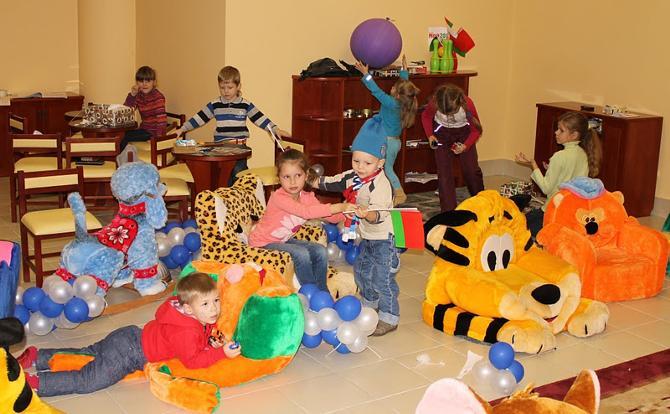В детской комнате иногда веселее, чем на трибунах.