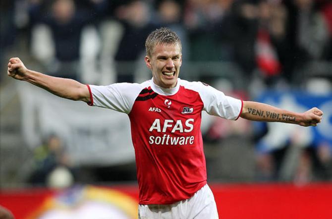 Сиогторссон празднует свой гол в ворота