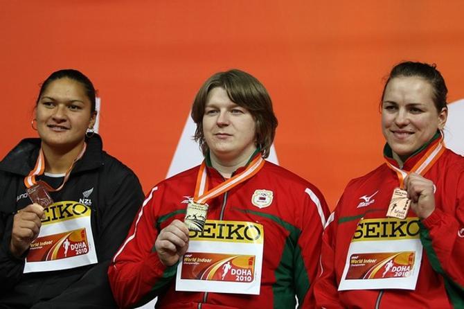 На пьедестале, как всегда, главные толкательницы в мире (слева направо): Вили, Остапчук и Михневич