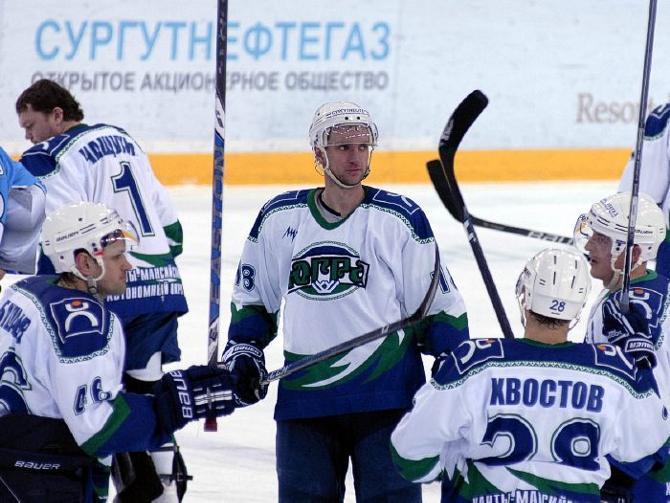 Комары в Ханты-Мансийске весьма крупные. Впрочем, и хоккеисты там не мелкие
