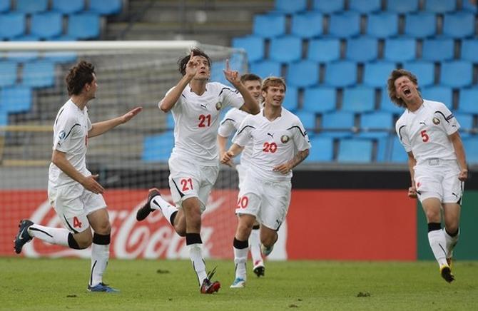 Егор Филипенко празднует свой (пока) самый важный гол в карьере. Дмитрий Бага радуется успеху партнера, не скрывая эйфории