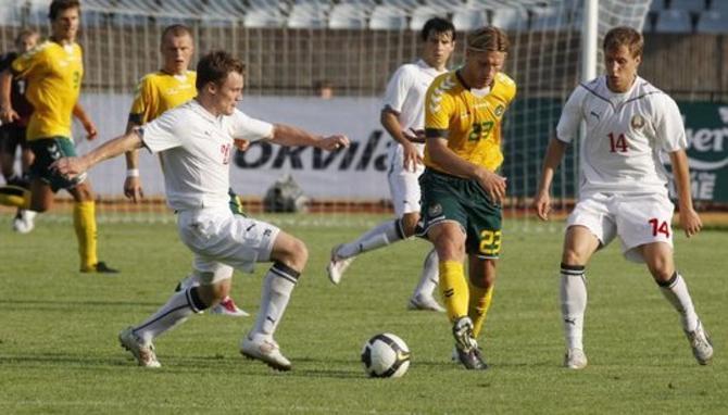 Виталий Родионов (слева) провел не лучший матч в сборной. Антон Путило был активен, но не совсем продуктивен