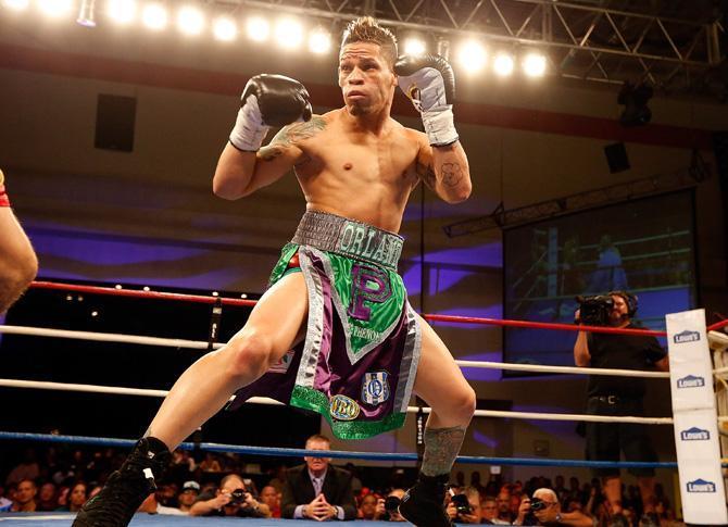 Орландо Крус, Пуэрто-Рико, бокс. Первый в истории профессиональный боксер, совершивший каминг-аут.