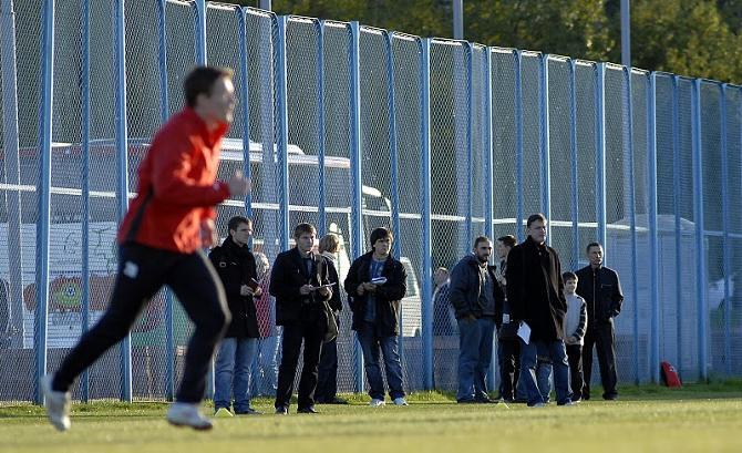 Белорусские акулы пера зря ждали футболистов