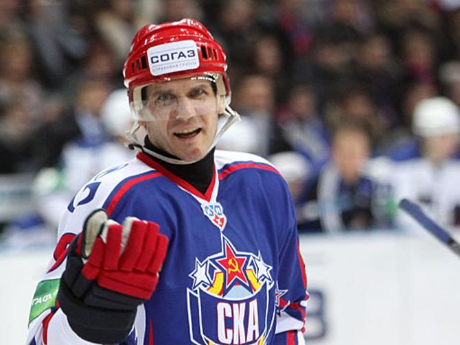 В этом матче Алексей Яшин ограничился лишь голевой передачей.