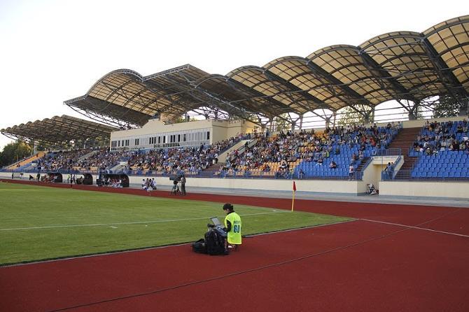 Матч главной команды страны собрал аудиторию в 3000 человек