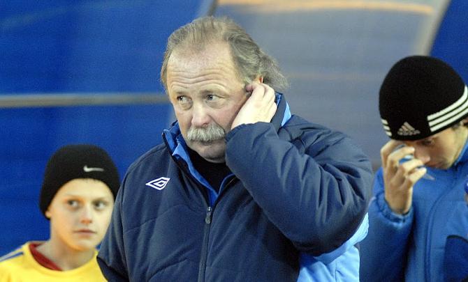 Юрий Пудышев помогает Юрию Пунтусу создавать хорошую атмосферу в команде