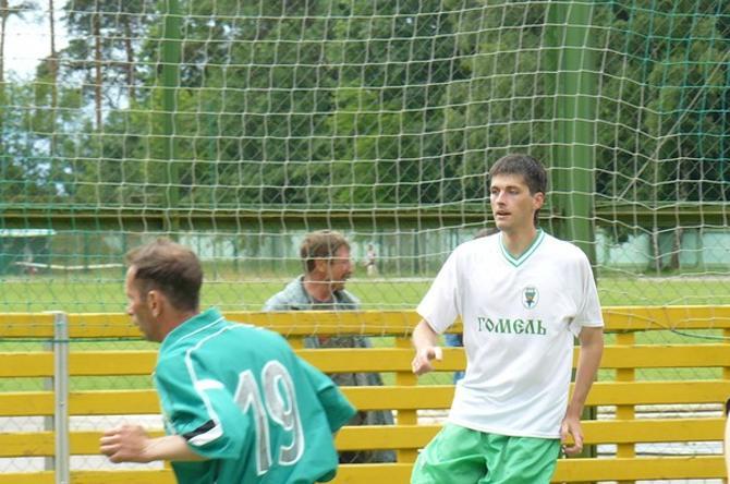 Евгений Поболовец и сам в футбол играть не забывает.