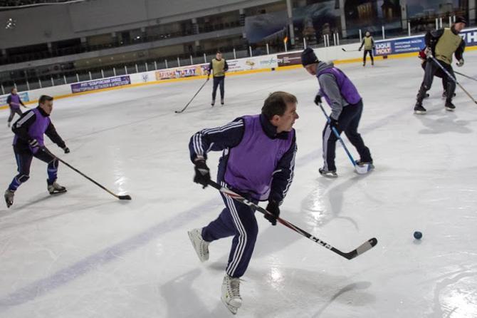 Вадим Скрипченко и Алексей Бага здорово взаимодействуют на льду