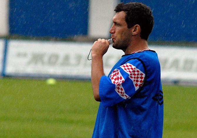 C мячом Сергей Гуренко управлялся лучше, чем со свистком.