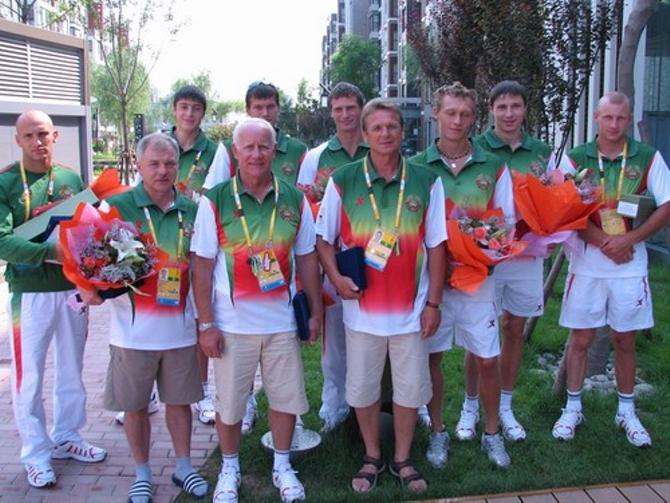 Владимир Шантарович (четвертый слева) считает всех своих подопечных гениальными
