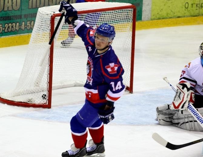 «Стальной волк» Андрей Макров, забросив сотую шайбу в белорусских чемпионатах, помог своей команде обыграть «Гомель».