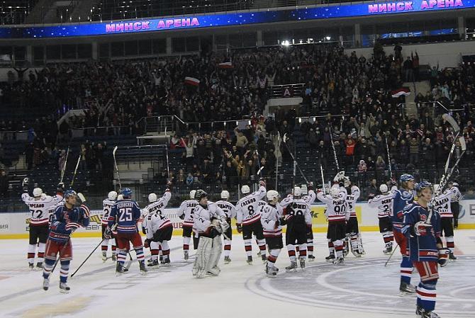 Команды подарили многочисленным болельщикам настоящий хоккейный праздник.