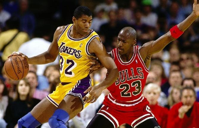 Противостояние Мэджика Джонсона и Майкла Джордана долгое время было главным в НБА.