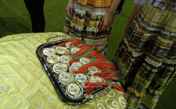 Сложно сказать, кто какого достоинства кругляшики примерит в чемпионате Беларуси