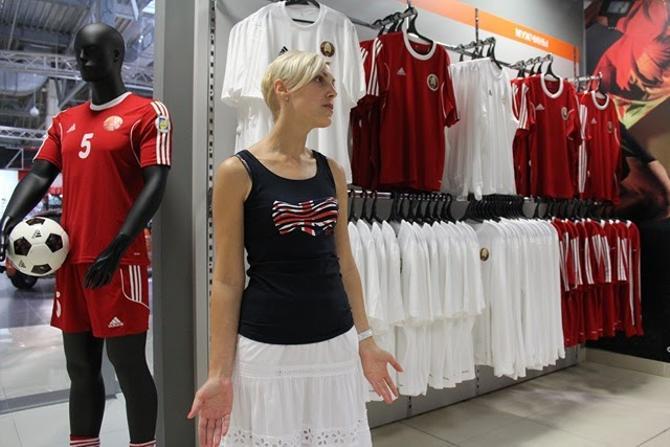 Сборная Беларуси выступает в стандартной форме из тим-каталога Adidas