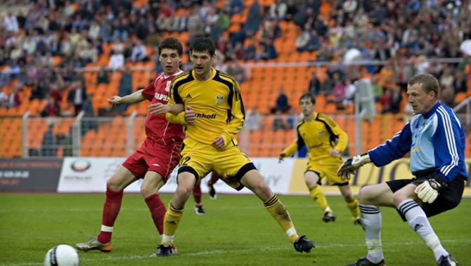 В матче против сборной Румынии Владимир Гаев свои ворота не уберег трижды