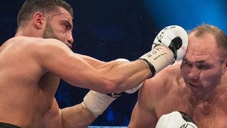 Белорусский боксер Устинов снова стал россиянином – и сразу проиграл чемпионский бой