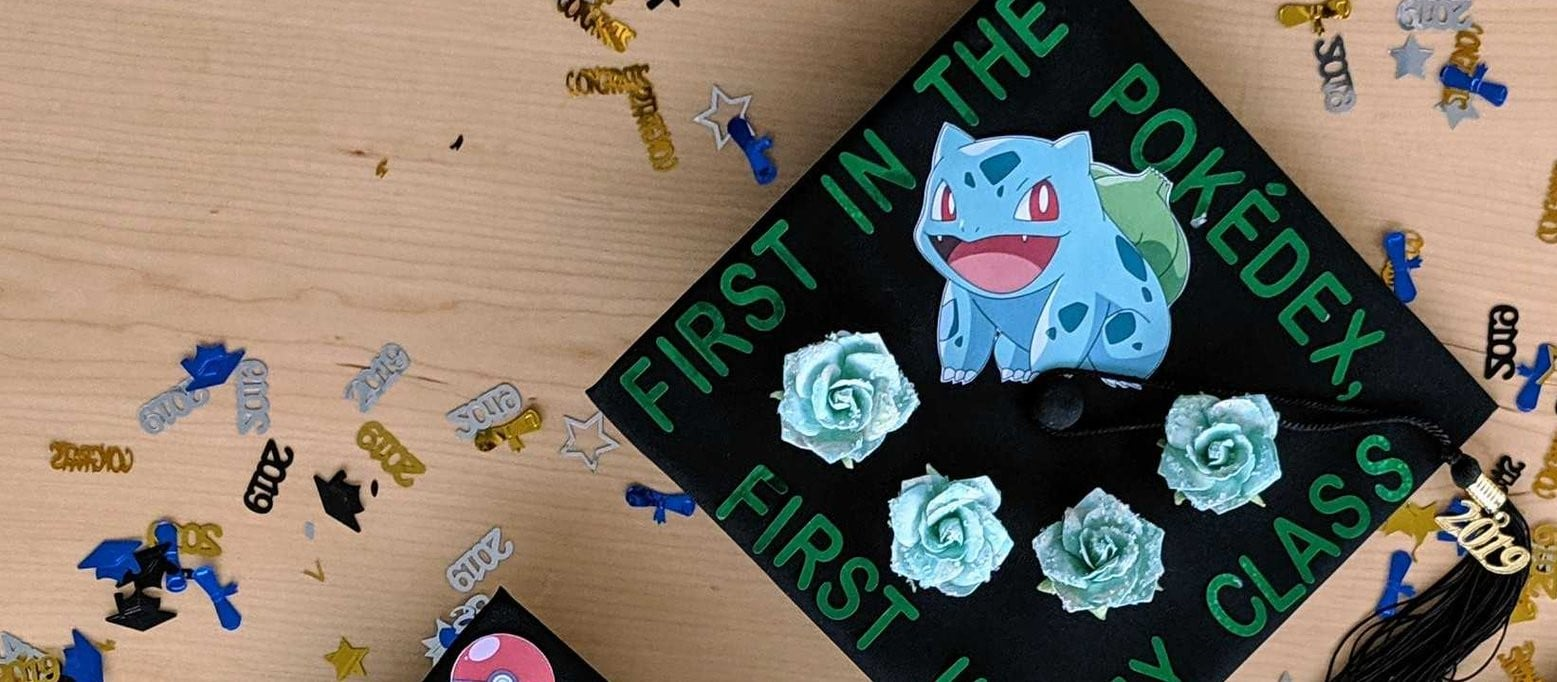 Покемоны, Portal и Super Mario. Как выпускники украшают свои шапочки